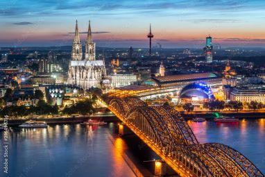 Fototapeten Koln Skyline Mit Kolner Dom Und Hohenzollernbrucke Bei Nacht Fotos4art De