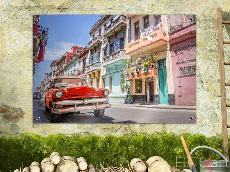 Foto auf Gartenposter - Rotes Oldtimer in Kuba