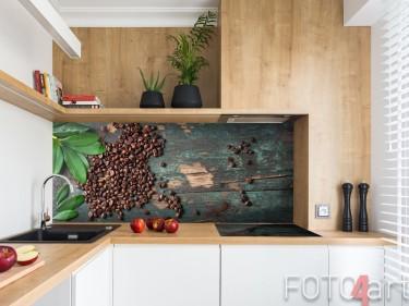 Kaffeebohnen auf Küchenrückwand aus Acrylglas