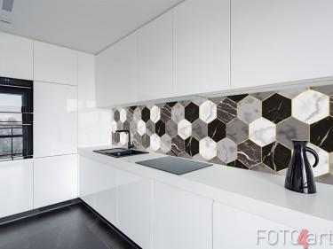 Glasküchenrückwand mit Geometrischen Fliesen